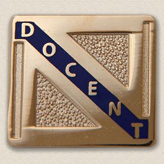 Stock Volunteer Pin – Docent Design #868